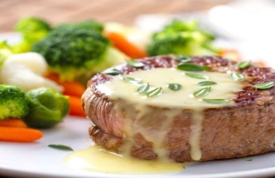 Filet mignon con salsa roquefort